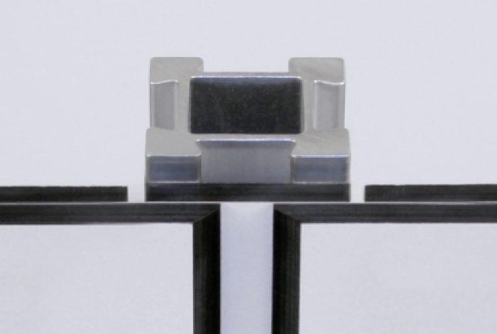 HPL-Front Schwarzkante gefräst (Horizontalschnitt)