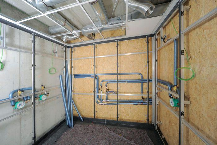 Rohrleitungsverlegung mit Isolierung für Herren Duschanlage