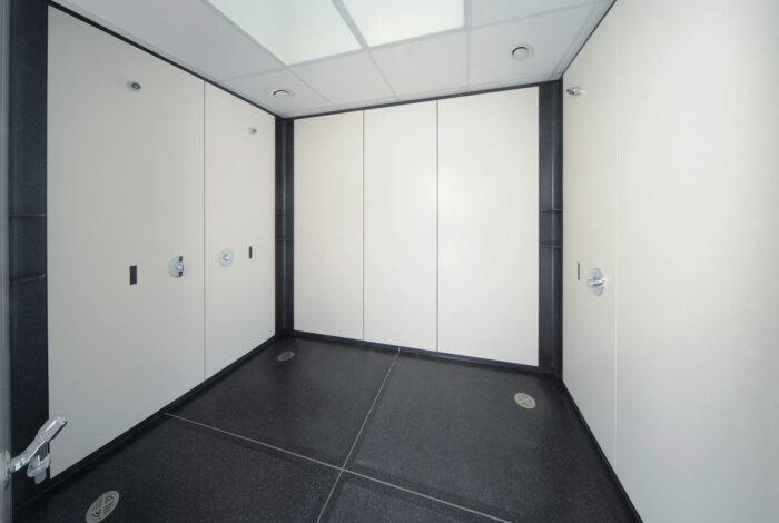 Herren Duschanlage mit 3 Duschplätzen