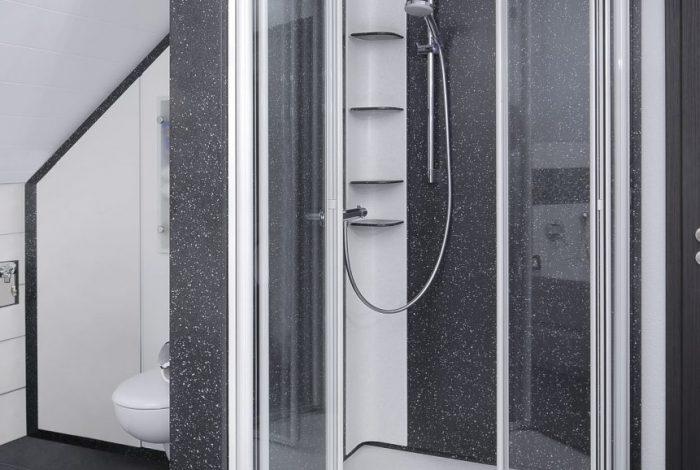 Duschglastüren nach innen geöffnet