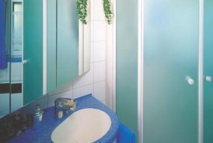 Waschtisch mit Unter- und Spiegelschrank