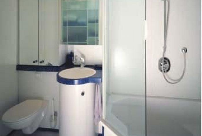 Kleinstbad mit BW, WT, WC und max. mögl. Stauraum