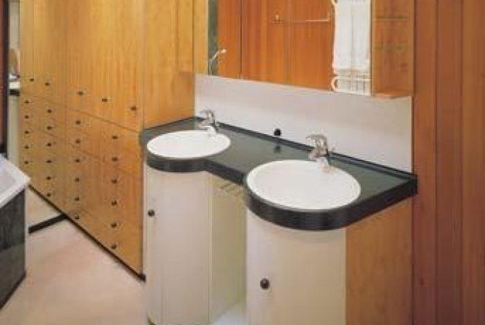 Waschtisch- und Schrankanlage nach Kundenwunsch