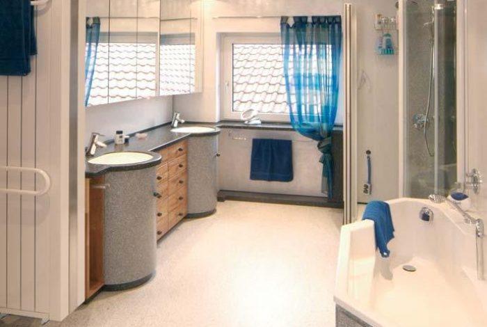 Doppelwaschtisch, Duschanlage, Badewanne