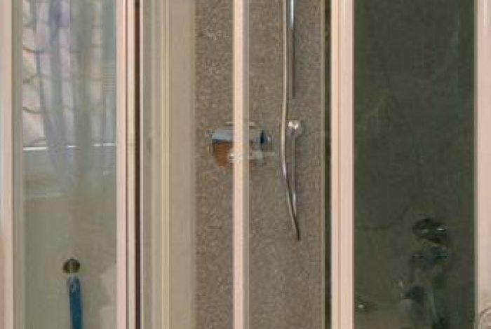 an fenster und BW angepasste Duschgröße und Form