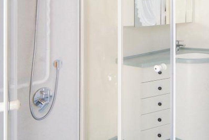 Duschglastüre als Spritzschutz im Einsatz