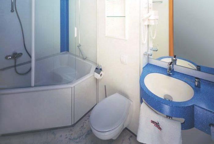 Gästezimmer mit BW und  minimaler Ausstattung
