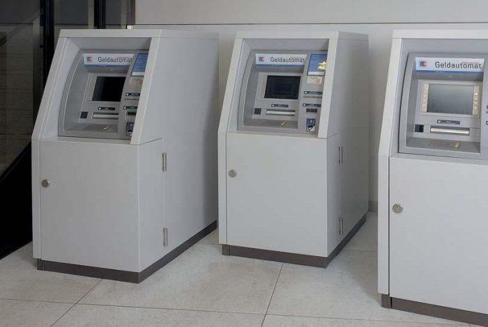 Hug-BW-Bank, Breuningerland Stuttgart-3