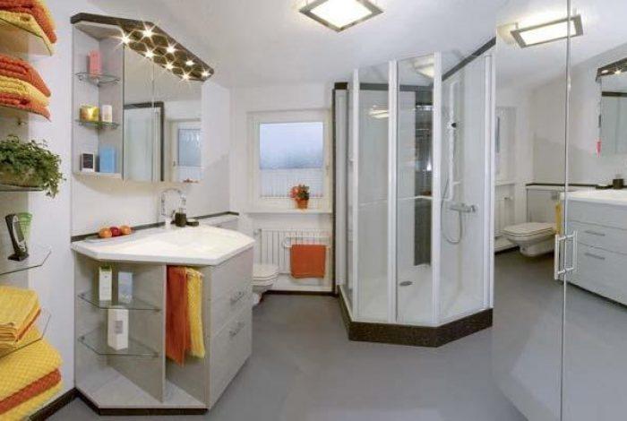 Maßgenaue Duschanlage ausgerichtet am Fenster