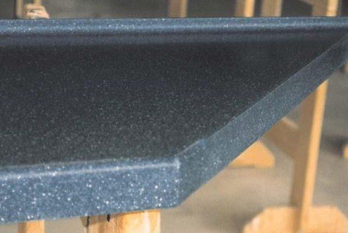 Einfachkante mit Schrankanschluss und Hohlkehle