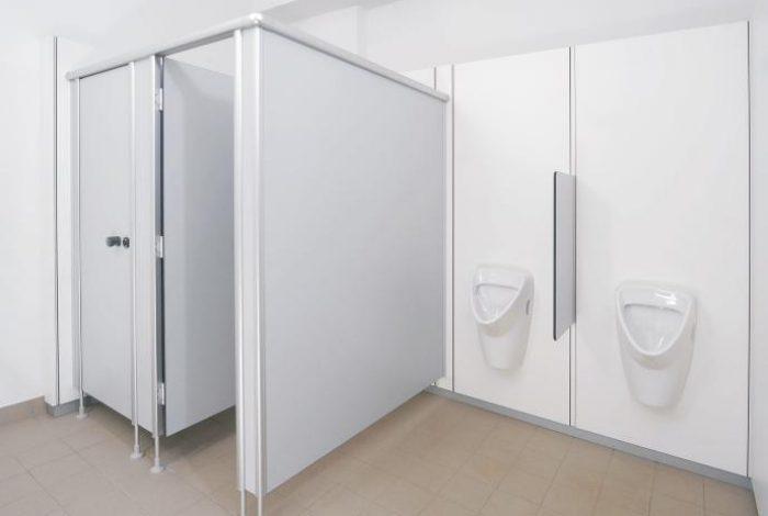 WC- + Urinalanlage mit HPL Trennwand und Dallmer Elektronik- Urinalsteuerung