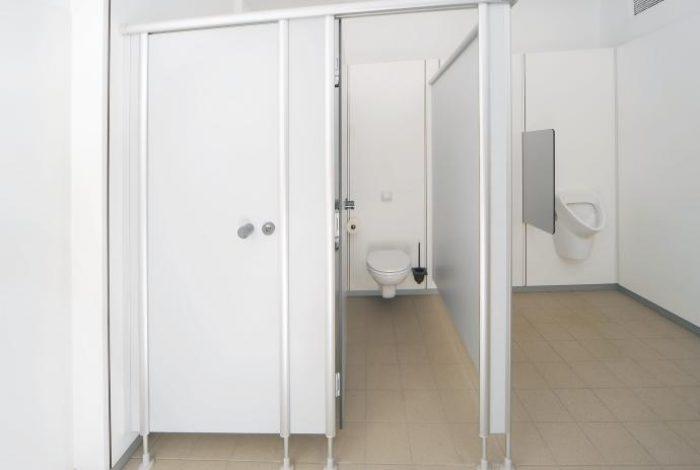 WC- + Urinalanlage mit HPL Trennwand, für Industrie-, Gewerbe- und Mietwohnungsbau