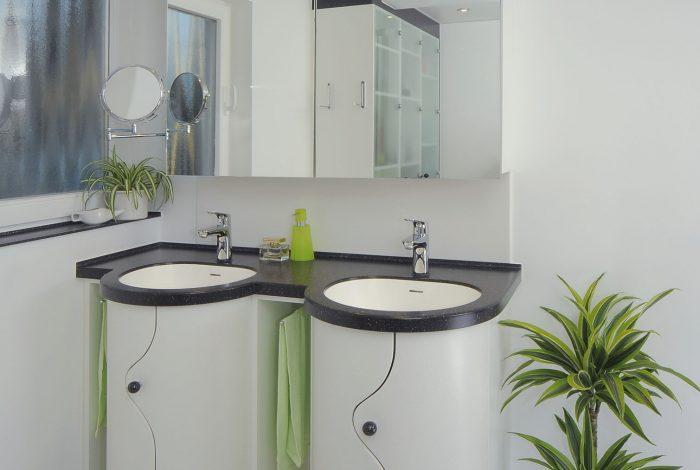 Waschtisch -Doppelanlage auf engstem Raum